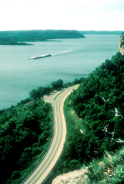 Wisconsin Great River Road|Missisissippi River and Bluffs